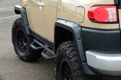 タイヤに合わせてオーバーフェンダーも装着。カットアウトのトップランカー製を選択した。